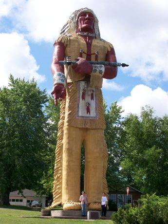 Hiawatha_statue,_Ironwood